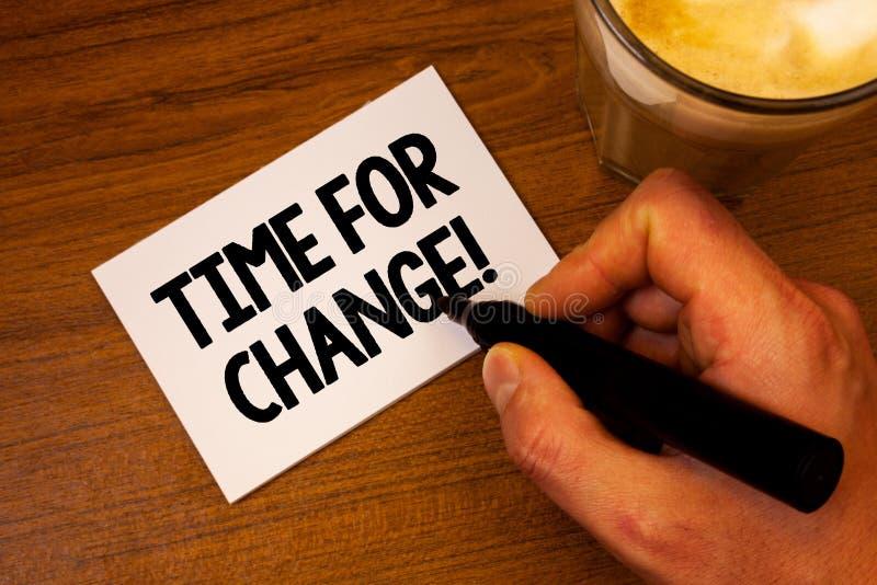 Konceptualny ręki writing pokazuje czas Dla zmiany Motywacyjnego wezwania Biznesowa fotografia teksta przemiana R Ulepsza transfo zdjęcie royalty free