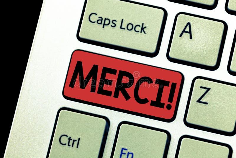 Konceptualny ręki writing pokazuje Merci Biznesowy fotografia tekst definiujący jak dziękuje ty w Francuskim języku Jest wdzięczn obrazy stock