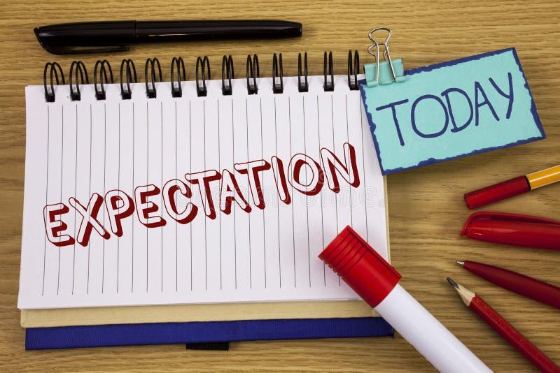 Konceptualny ręki writing pokazuje oczekiwanie Biznesowego fotografia teksta Meteorologiczny badawczy analityk przepowiada progno fotografia royalty free