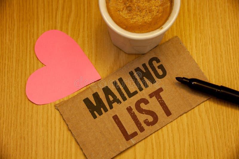 Konceptualny ręki writing pokazuje opancerzanie liście Biznesowych fotografia teksta imiona i adresy ludzie ty iść wysyłać coś zdjęcie royalty free