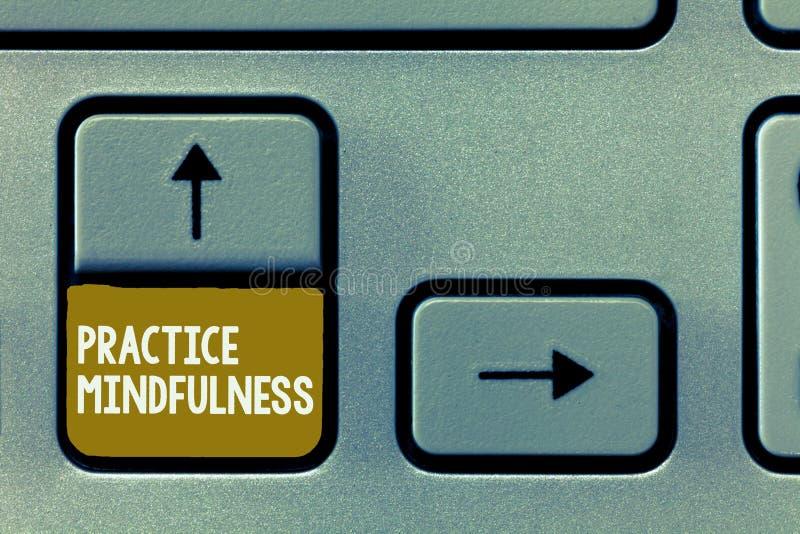 Konceptualny ręki writing pokazuje praktyki Mindfulness Biznesowy fotografii pokazywać dokonuje stan relaks forma zdjęcia stock
