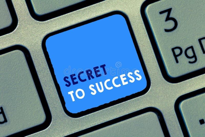 Konceptualny ręki writing pokazuje sekret sukces Biznesowego fotografia teksta Niewytłumaczony doścignięcie sława status społeczn zdjęcie stock