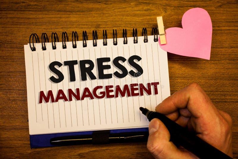 Konceptualny ręki writing pokazuje stresu zarządzanie Biznesowa fotografia teksta medytaci terapii relaksu Positivity opieki zdro zdjęcie stock