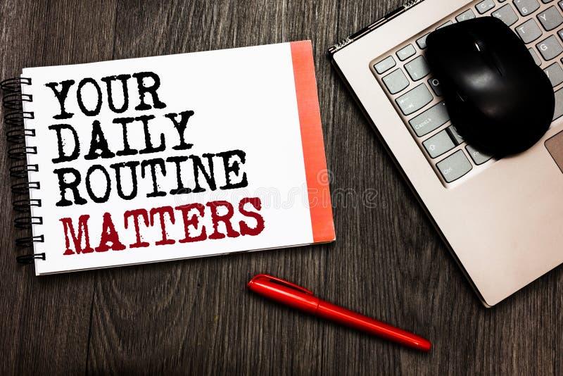 Konceptualny ręki writing pokazuje Twój Dzienną rutynę Liczy się Biznesowy fotografii pokazywać dobrych przyzwyczajenia żyć zdrow fotografia stock