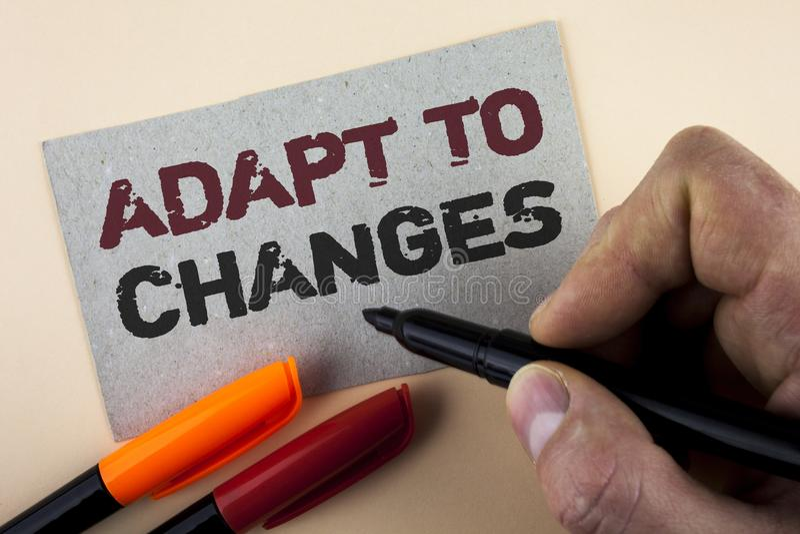 Konceptualny ręki writing seans Adaptuje zmiany Biznesowego fotografia teksta zmian Nowatorska adaptacja z technologicznym ewoluc zdjęcie stock