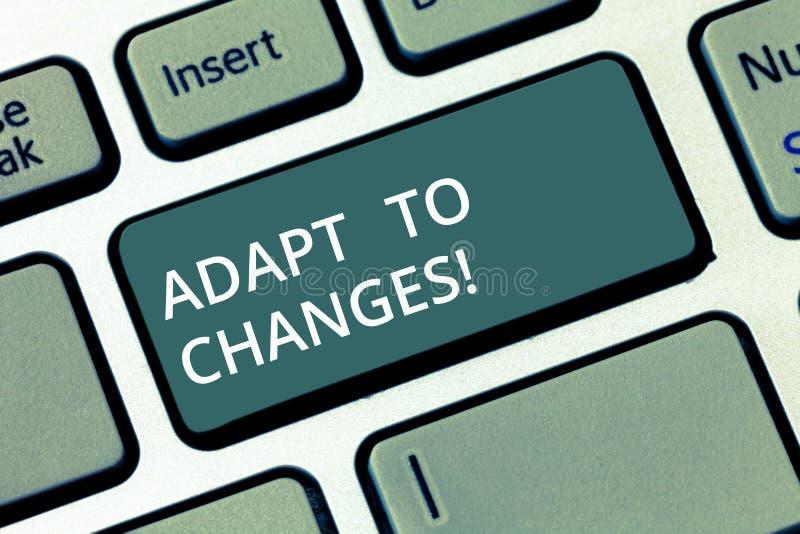 Konceptualny ręki writing seans Adaptuje zmiany Biznesowego fotografia teksta zmian Nowatorska adaptacja z technologicznym obrazy stock
