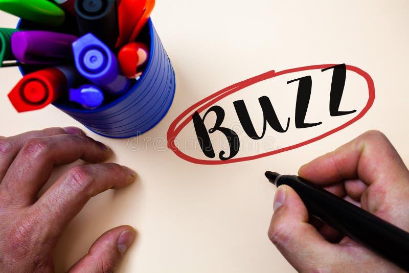 Konceptualny ręki writing seansu brzęczenie Biznesowy fotografia teksta brzęczenia mruczenia trutnia Fizz pierścionek Sibilation  obrazy stock