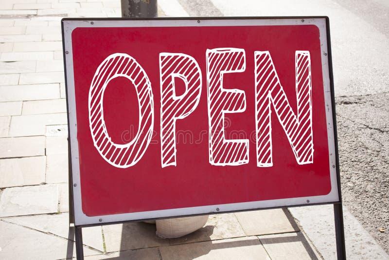 Konceptualny ręki writing teksta podpisu inspiraci seans Otwarty Biznesowy pojęcie dla sklepowego otwarcia pisać na zawiadomienie zdjęcie stock