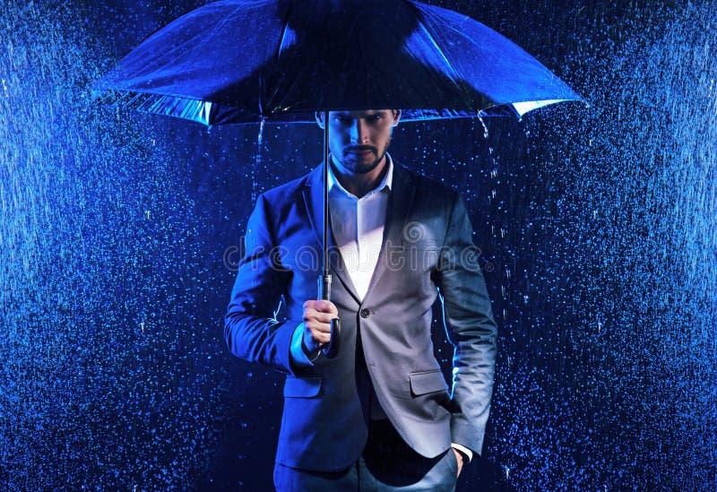 Konceptualny wizerunek biznesowi zagadnienia - deszczowy dzień zdjęcia royalty free
