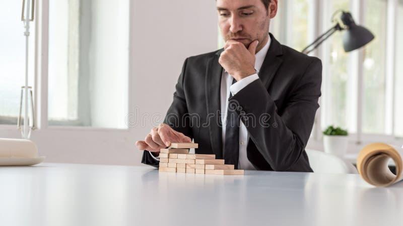 Konceptualny wizerunek biznesowy wzrok i ambicja zdjęcia stock