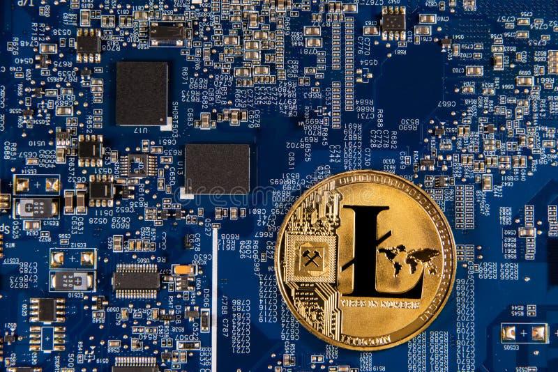 Konceptualny wizerunek criptocurrency litecoin moneta na mikroukładzie zdjęcie stock