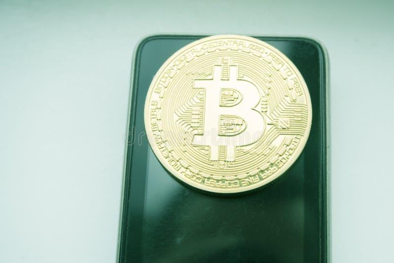 Konceptualny wizerunek kredytowej karty telefon Inwestycja pojęcie Pieniężna Internetowa technologia FINTECH obraz stock