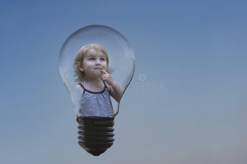 Konceptualny wizerunek słodka dziewczyna pomysł który przychodził, troszkę obraz royalty free