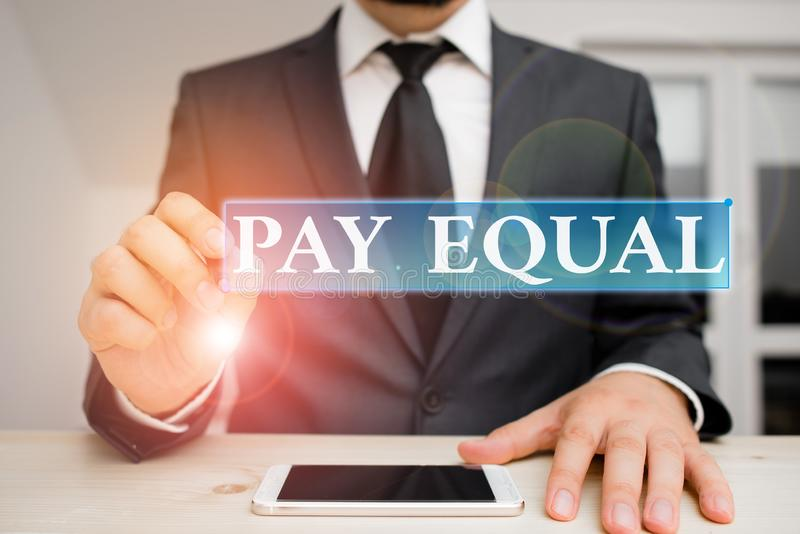 Konceptuell handskrift med lika lön Principen om icke-diskriminering vid ersättning för arbete royaltyfri foto