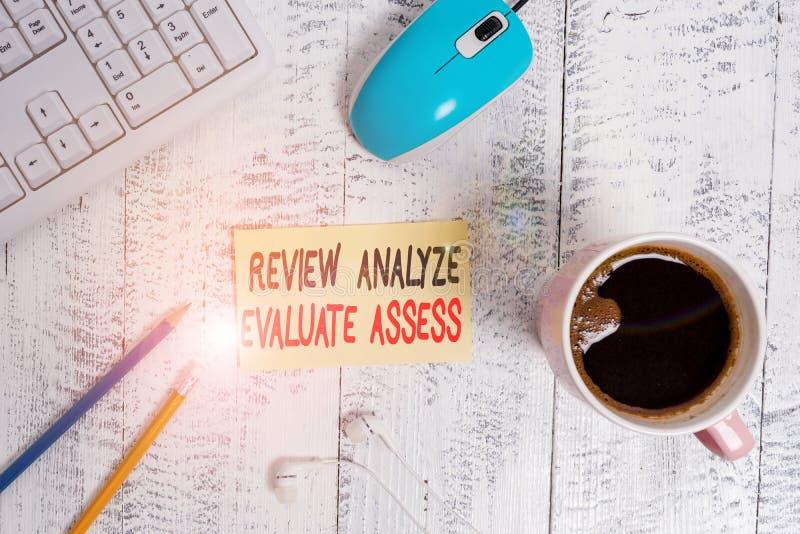 Konceptuell handskrift som visar Granskningsanalys Utvärdera utvärdering Utvärdering av prestanda fotografering för bildbyråer