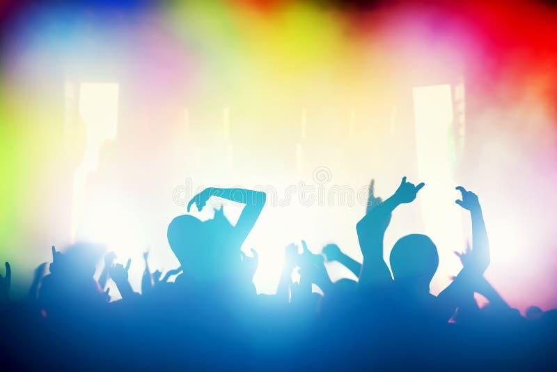 Koncert, dyskoteki przyjęcie Ludzie ma zabawę w noc klubie ilustracja wektor