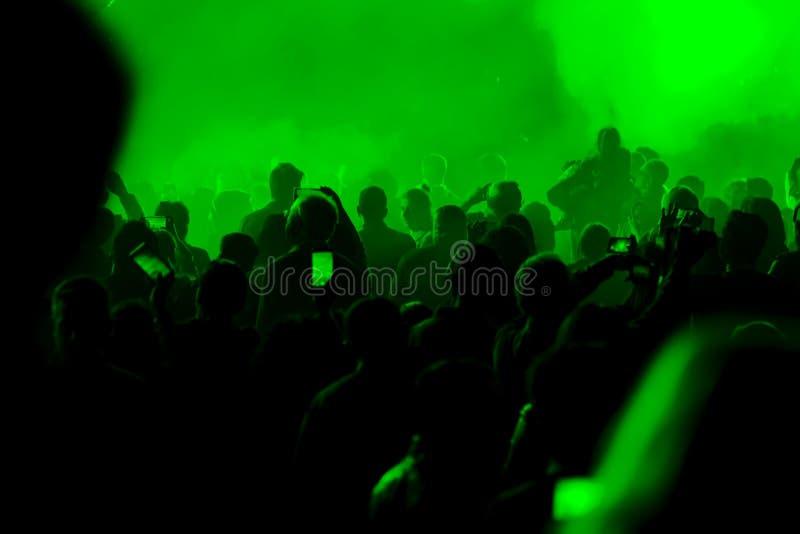 Koncert i tłoczący się ludzie zdjęcie royalty free