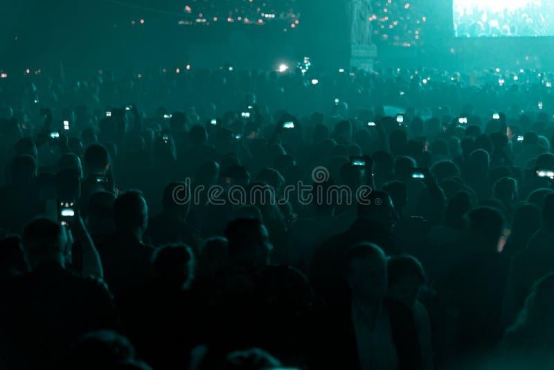 Koncert i tłoczący się ludzie zdjęcia stock