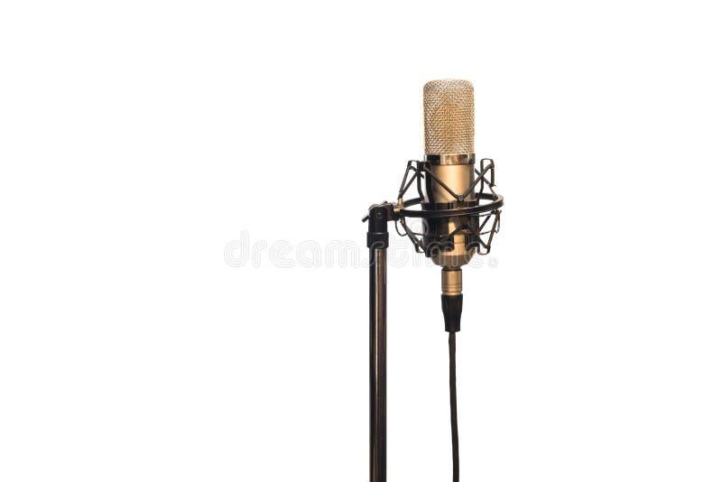 Kondensatorowy mikrofon z kablem, shockmount i stojakiem odizolowywającymi na bielu, fotografia royalty free