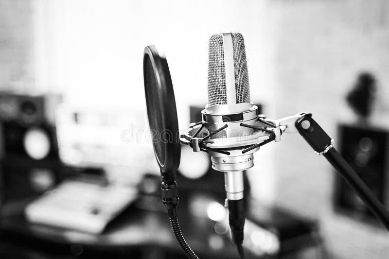 Kondensatorowy mikrofon z wystrzału filtrem fotografia stock
