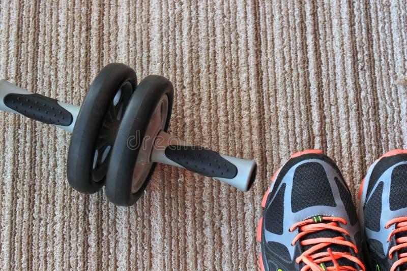 Kondition hälsa, övning som är sund, sport, par, objekt, utrustning, livsstil, stil, skor, skodon royaltyfri fotografi