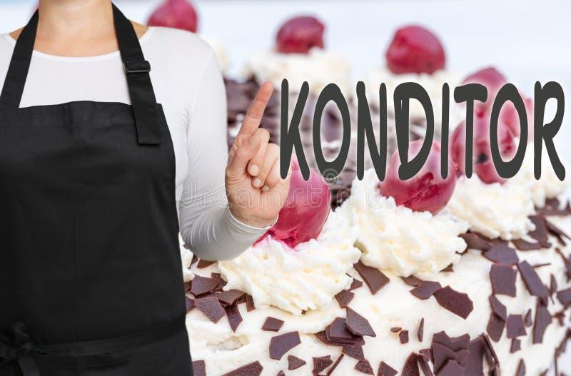 Konditor (dans le confiseur allemand) avec le concept t de fond de gâteau photo libre de droits