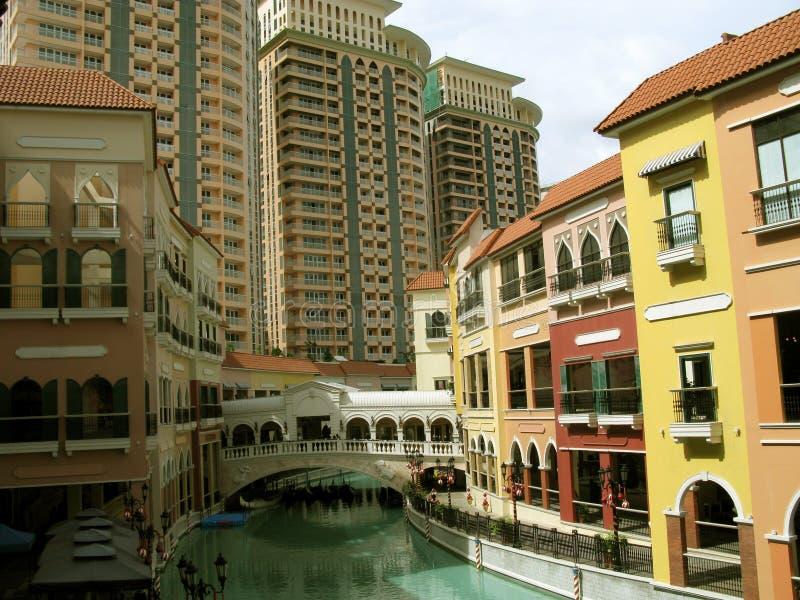 Kondominien, Mall Venedigs Grand Canal, McKinley-Hügel, Taguig, Metro Manila, Philippinen stockbilder