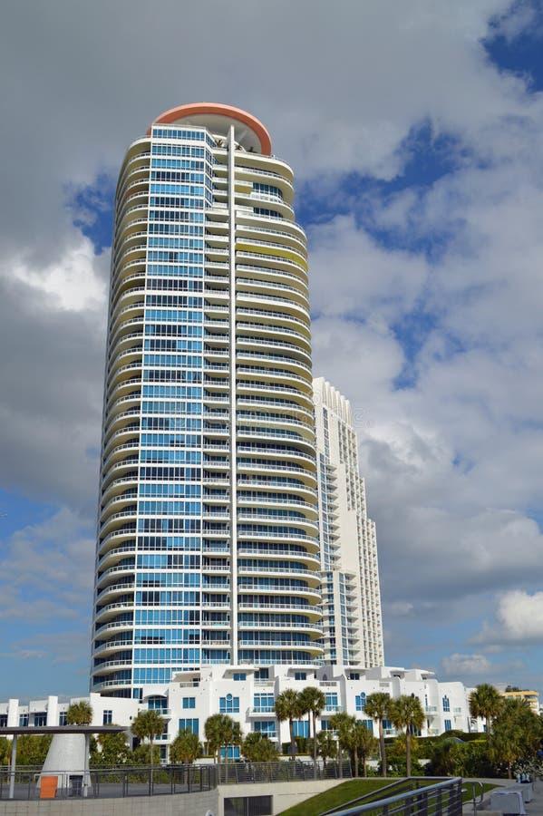Kondominium wierza, południe plaża, Floryda obrazy stock