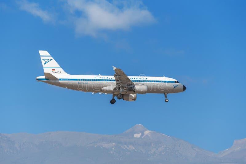 Kondor Airbus A320 wird vorbereitet, in Teneriffa-Südflughafen am 30. Januar 2016 zu landen stockfoto
