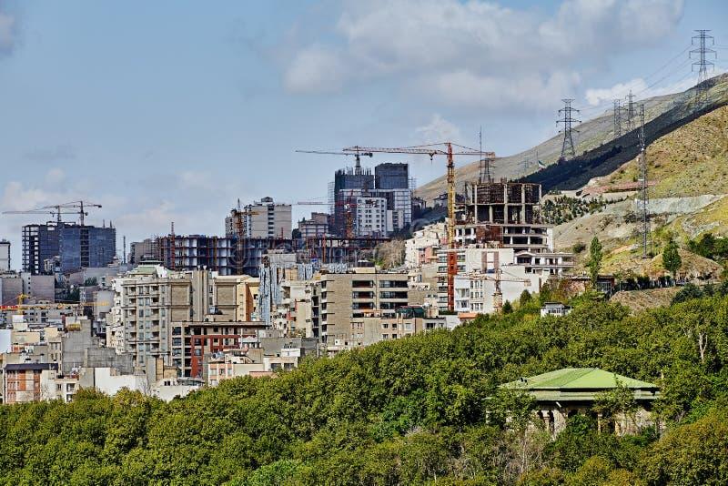 Kondygnaci budowa na zboczu góry, Teheran, Iran zdjęcie stock