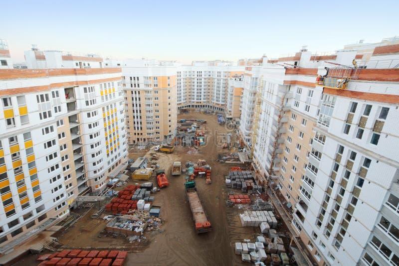 Kondygnacja budynki mieszkalni w budowie, ciężarówki fotografia stock