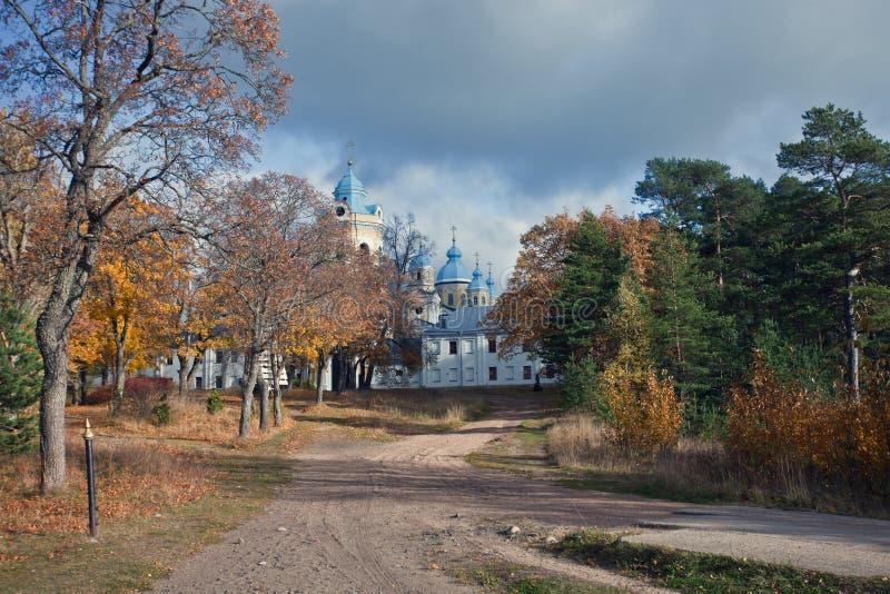 Konevsky kloster Ö Konevets på Lake Ladoga royaltyfri foto