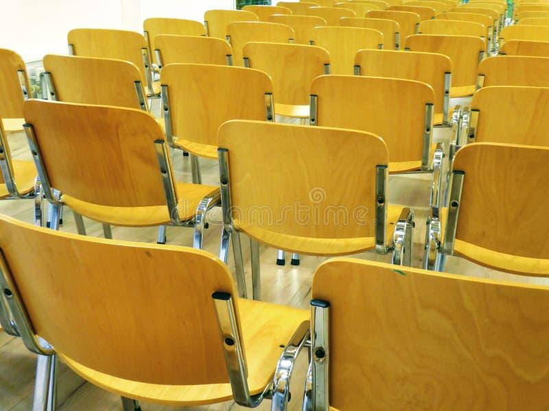 Konferencji krzesła, rząd biur krzesła w pokoju obraz stock