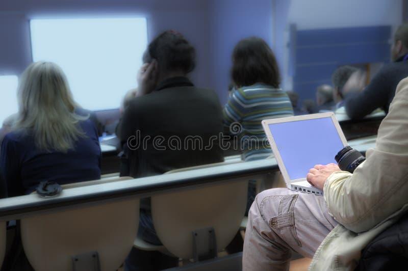 konferensbärbar dator royaltyfria bilder