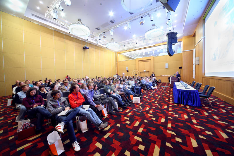 konferensfolkstockinrussia royaltyfri bild