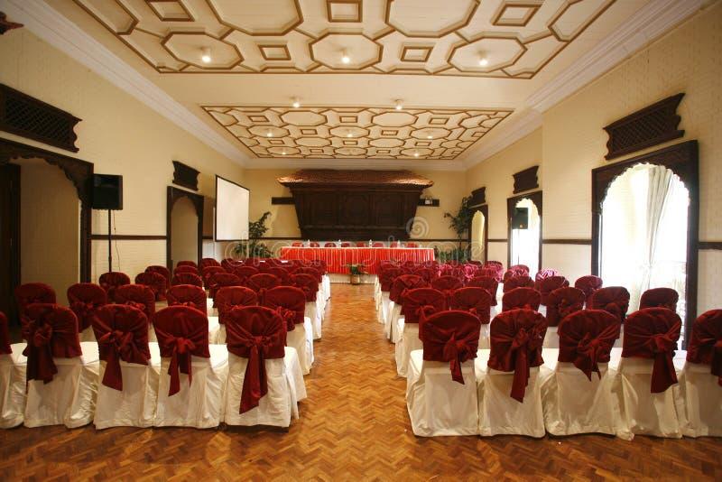 konferenskorridorhotell royaltyfri bild