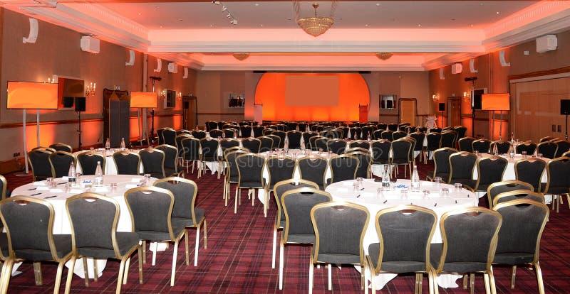 Konferensrum med etappen royaltyfria foton