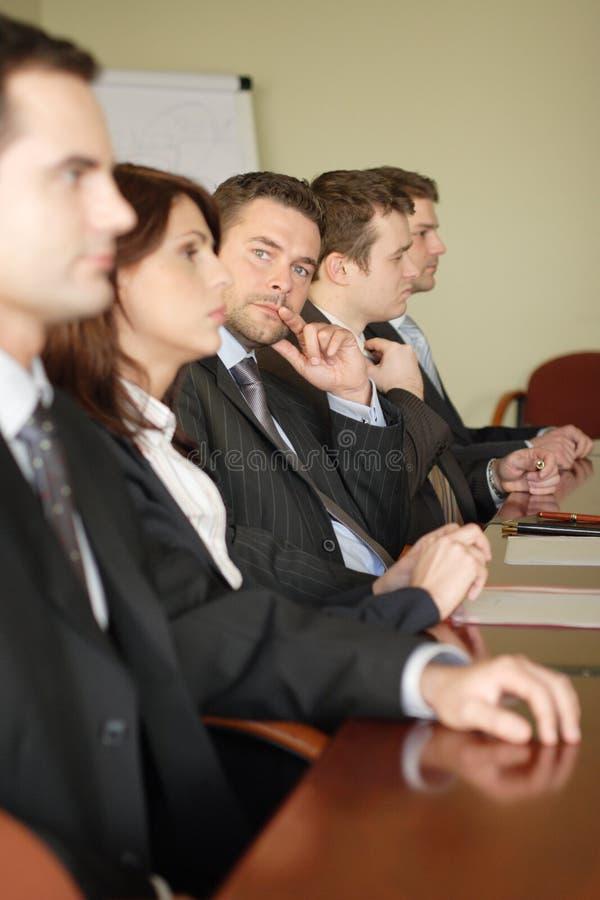 Konferenz, fünf Fachleute lizenzfreie stockfotos