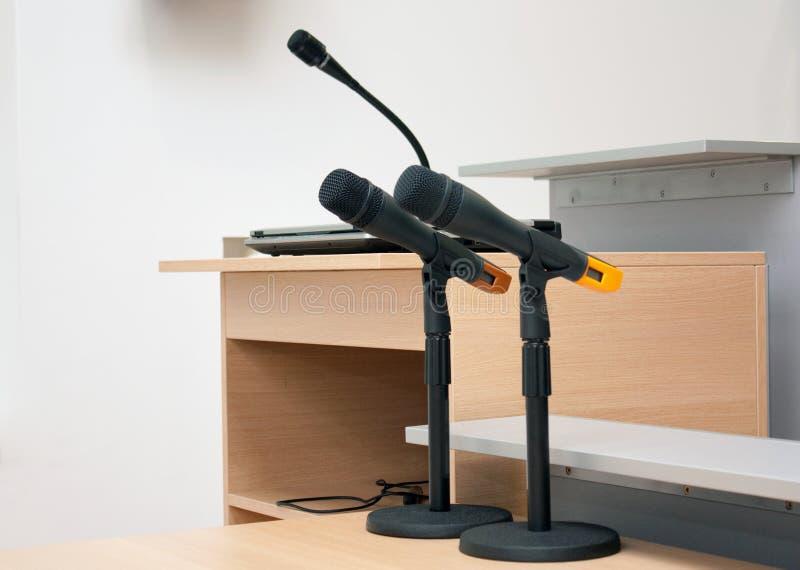 Konferenzmikrophone II lizenzfreie stockfotos