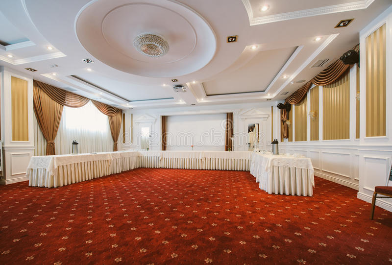 Konferenzsaal in der klassischen Art lizenzfreie stockfotos