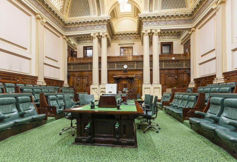 Konferenzzimmer innerhalb des Parlamentsgebäudes lizenzfreie stockbilder