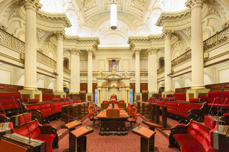 Konferenzzimmer innerhalb des Parlamentsgebäudes stockfotografie