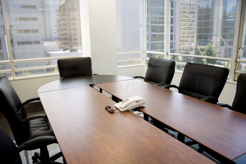 Konferenzzimmer und Fenster stockfoto