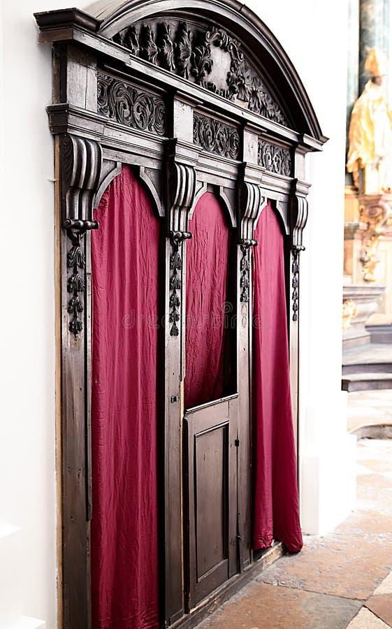 Konfesjonał, konfesjonał w kościół katolickim Salzburg, Austria obrazy royalty free