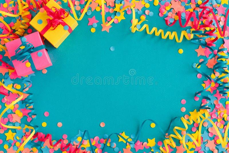 Konfettier och slingrande royaltyfri foto