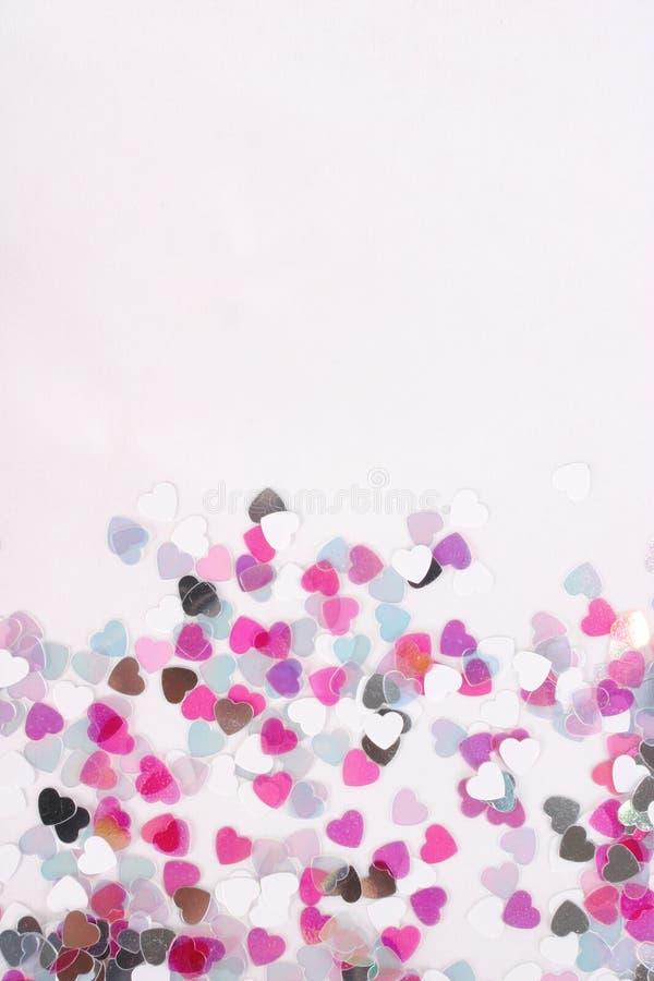 konfettihjärtavertical royaltyfri bild