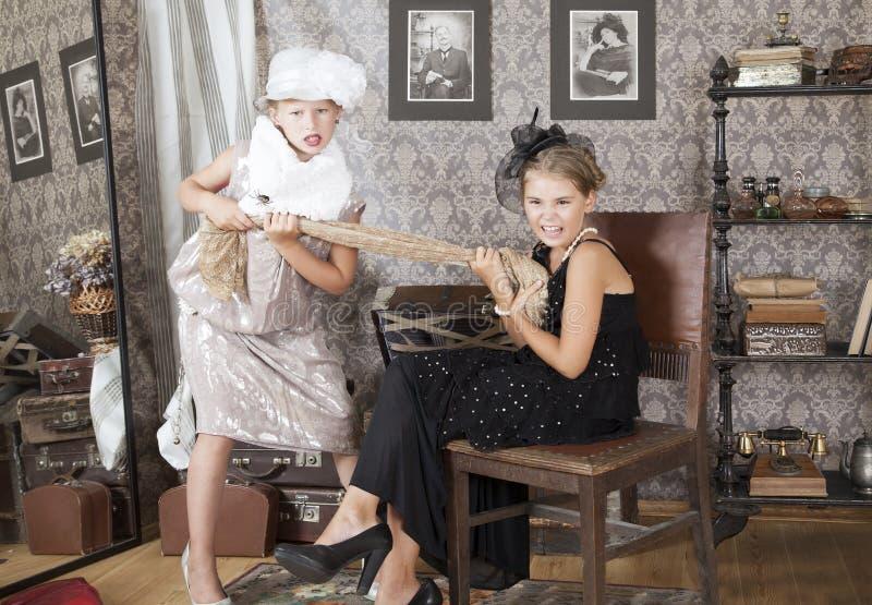 Konflikt för en klänning arkivbild
