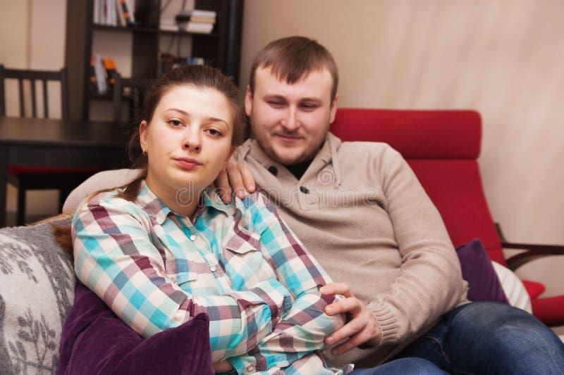Konflikt i en ung familj royaltyfri bild