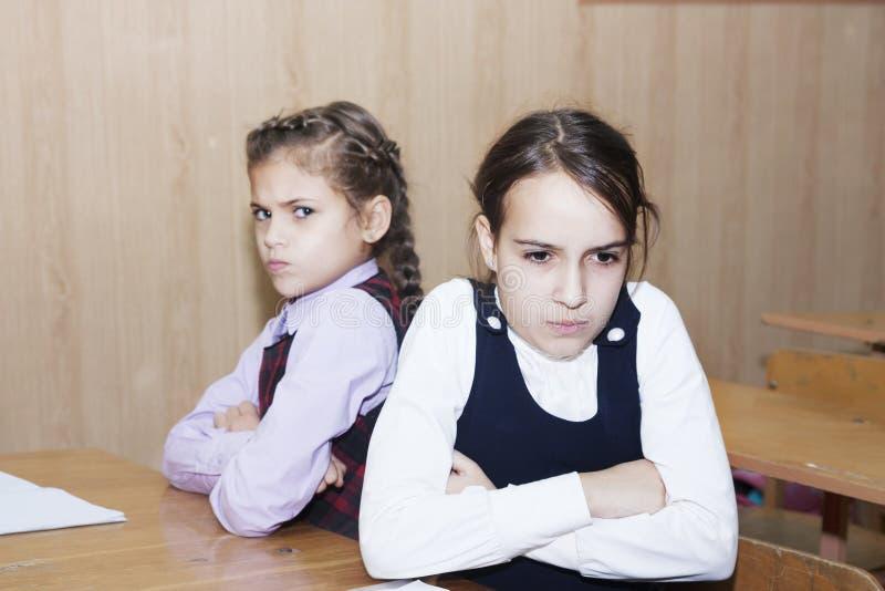 Konflikt mellan skolflickor fotografering för bildbyråer