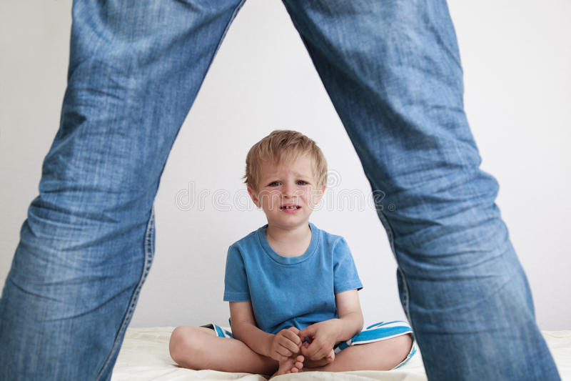 Konflikt rodzic i dziecko zdjęcia stock